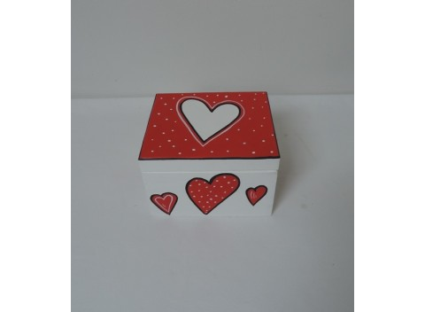 Krabička-dekorativní-srdíčka